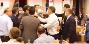 Meclis'te gerginlik! Maskeyi takan arbedeye daldı