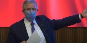 Mansur Yavaş, 'torpille' işe girenleri dev ekranda yayınladı