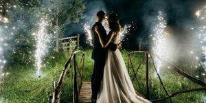 Korona olduklarını bilen gelin ve damat düğün yaptı