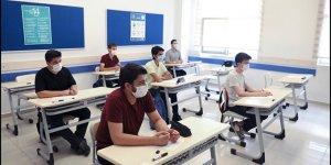 Fahrettin Koca Açıkladı: 8. ve 12. Sınıflar Yüz Yüze Devam!