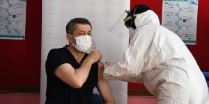 Öğretmenlere Kovid-19 aşısı uygulanmasına başlandı