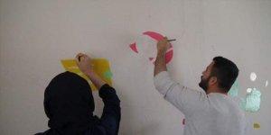 Gönüllü öğretmenler köy okullarını boyayarak güzelleştiriyor