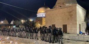 İsrail polisinden Mescid-i Aksa'da cemaate saldırı