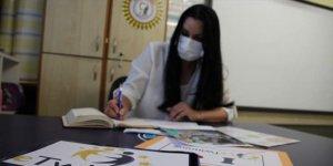 Sınıf öğretmeni, hazırladığı projeyle öğrencilere Kovid-19'dan korunmayı öğretiyor