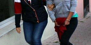 Türk bayrağını yırtıp üzerine basan kadın tutuklandı