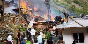 Artvin Yusufeli'nde yangın: 10'a yakın ahşap ev yandı