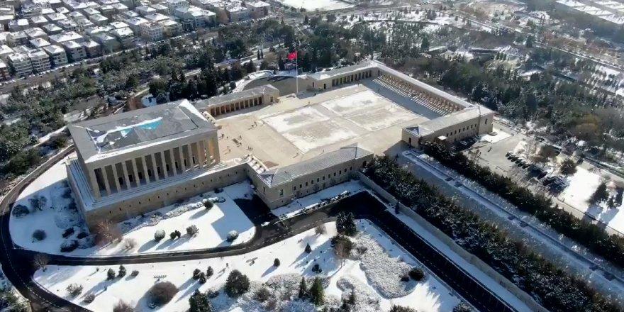 Karlı bir #Ankara gününde #Anıtkabir'i havadan görüntüledik